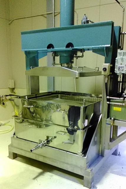 油圧圧搾機 (絞り機、脱水機)